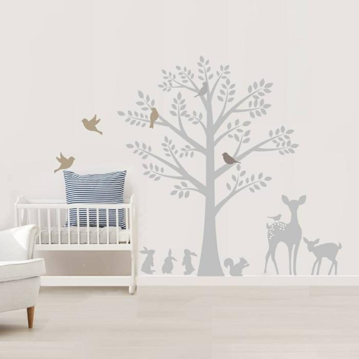 vinilos decorativos, habitación de bebé en beige, vinilo grande gris con árbol y pájaros, ciervos y conejos