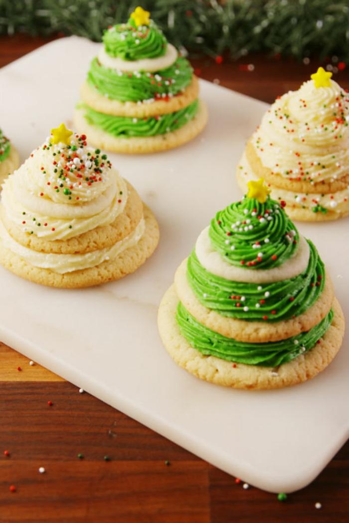 receta galletas mantequilla, árboles de navidad hechas de galletas ovales pegadas una a otra
