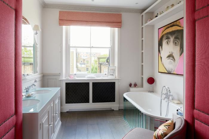 cuartos de baño, ideas modernas en estilo ecléctico, detalles en color fucsia, cuadro decorativo en la pared, suelo de madera