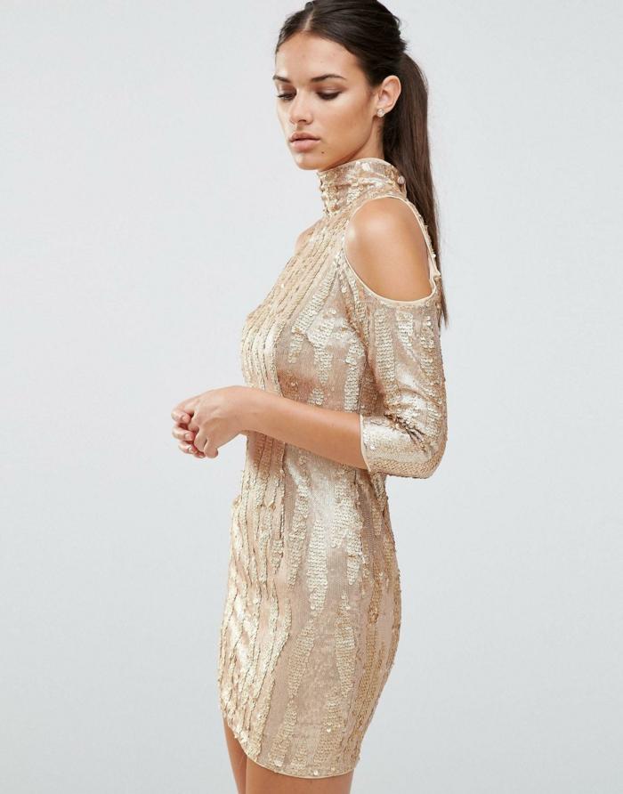 vestidos nochevieja, outlook elegante, pelo alisado recogido, vestido original de tela brillante, falta de joyas
