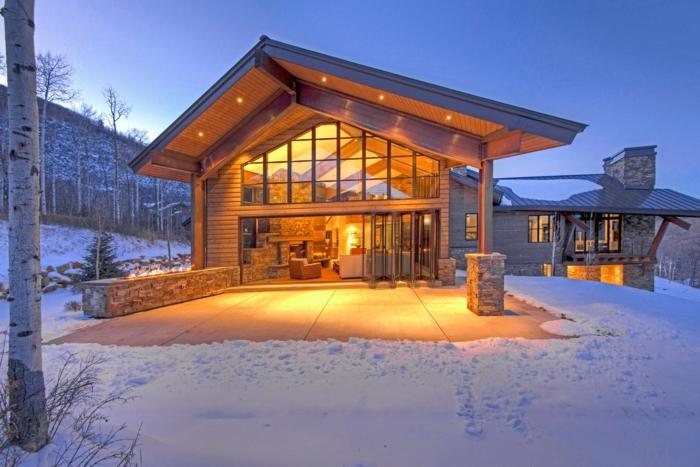 cabañas de madera, ideas de cabañas de madera de estilo moderno, casa acogedora con grande salón, veranda espaciosa