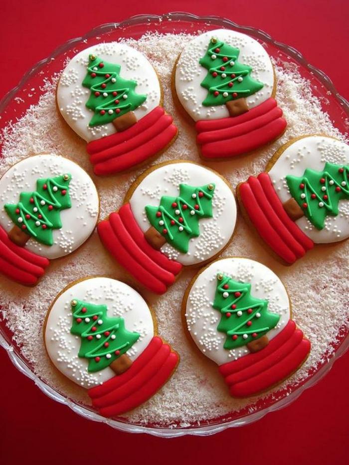 galletas faciles de hacer, bonita decoracion de galletas, arboles de navidad, galletas con glaseado en rojo, blanco y verde