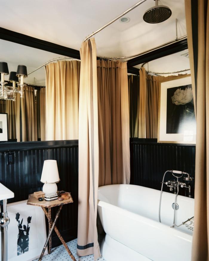 cuartos de baño, baño elegante en negro y beige, bañera moderna, paredes con vigas de madera pintadas en negro