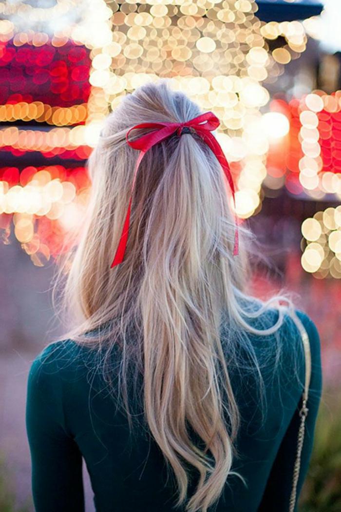 recogidos pelo rizado, semirecogido simple adornado con cinta roja, ideas para la fiesta de fin de año