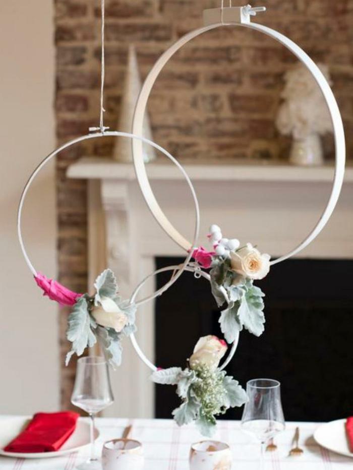 mesa de navidad, adorno para la mesa colgante, tres aros con rosas en colores pastel, centro de navidad original