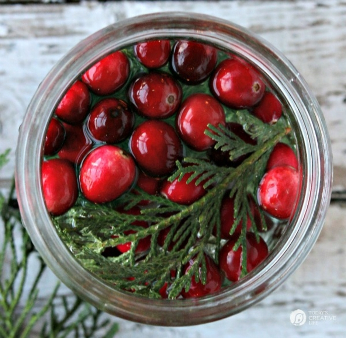 centros de navidad, como hacer un frasco decorativo para la mesa de Navidad, manualidades paso a paso