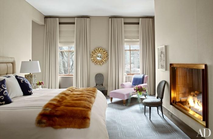 habitaciones modernas, dormitorio espacioso en beige con detalles en dorado, espejo vintage ornamentado, cortinas largas en beige