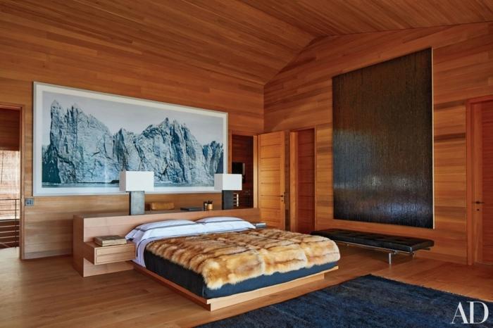 habitaciones modernas, dormitorio espacioso tapizado de madera, cama moderna de madera con armario empotrado, grande decoración en la pared, suelo de parquet