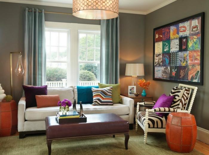 muebles de salon, muebles de salón modernos con decoración en estilo bohemio, cortinas de satén en tono metálico, mesa tapizada de piel