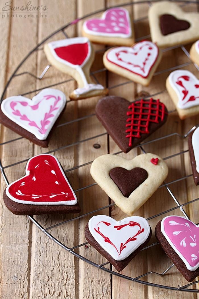 galletas faciles de hacer, propuesta original y divertida para navidad 2017, galletas en forma de corazón hecha con cacao