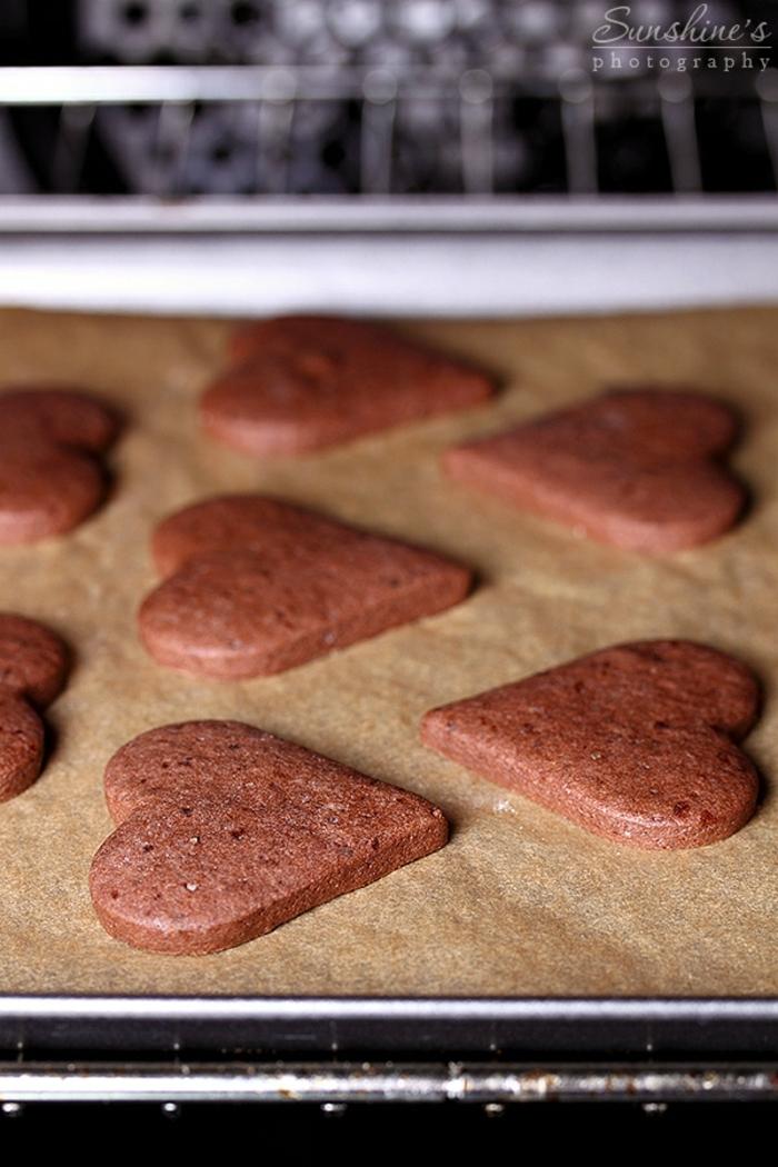 galletas faciles de hacer, receta facil de hacer para galletas de mantequilla y cacao en forma de corazón, ideas DIY Navidad