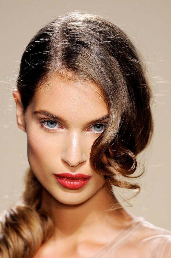 peinados para nochevieja, idea con ondas hermosas, recogido peinado a un lado con toque romántico