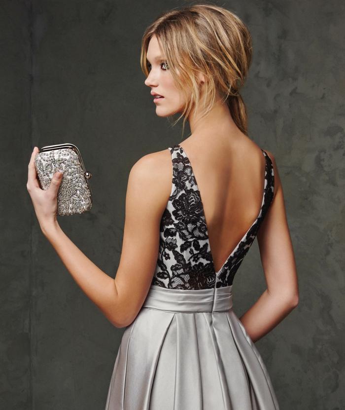 vestidos para bodas, vestido en gris y negro, parte superior de encaje negro, espalda descubierta en v, pelo recogido en coleta