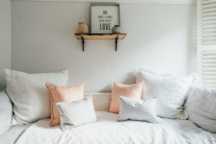 dormitorios modernos, ideas de decoración de dormitorios modernos en colores pastel, cuadro decorativo en la pared, almohadas en rosado