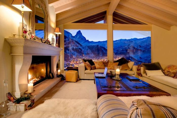 casa de madera, salón espacioso en blanco, chimenea de leña, grande mesa de madera, preciosa vista a la montaña