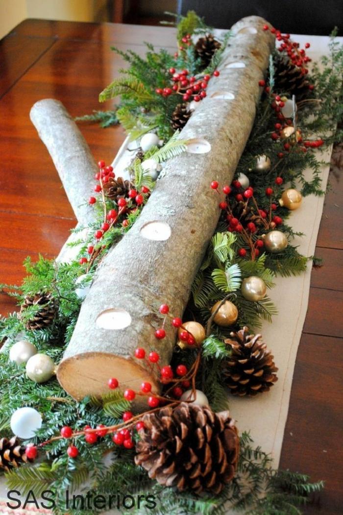 centros de mesa navideños, idea atractiva con leña, piñas y ramas de pino, idea para los espacios en estilo rústico