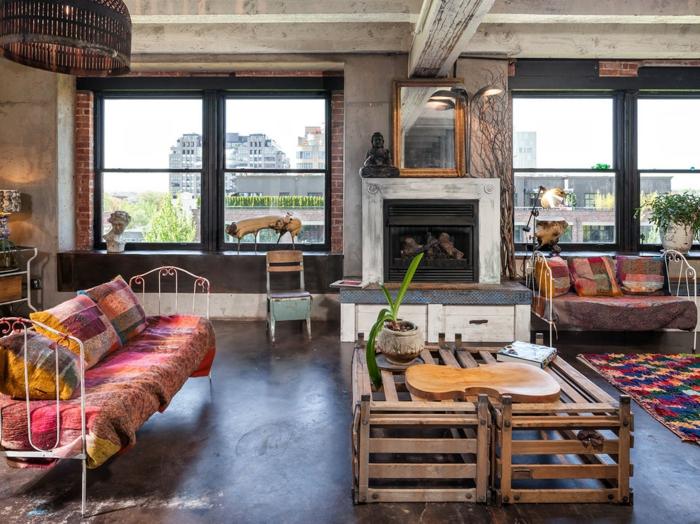 muebles de salon, bonito salón con grandes ventanas decorado en estilo bohemio con colores cálidos y motivos étnicos