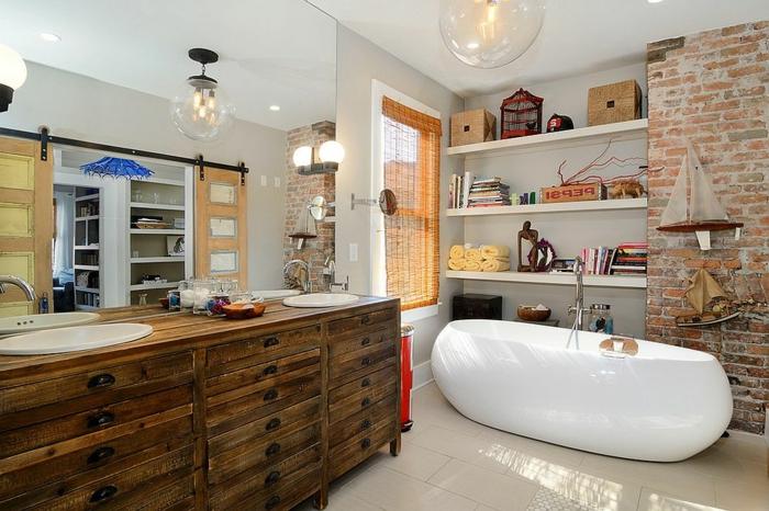 muebles de baño, baño ecléctico, elementos en estilo industrial, grande armario vintage hecho de madera, paredes con ladrillos