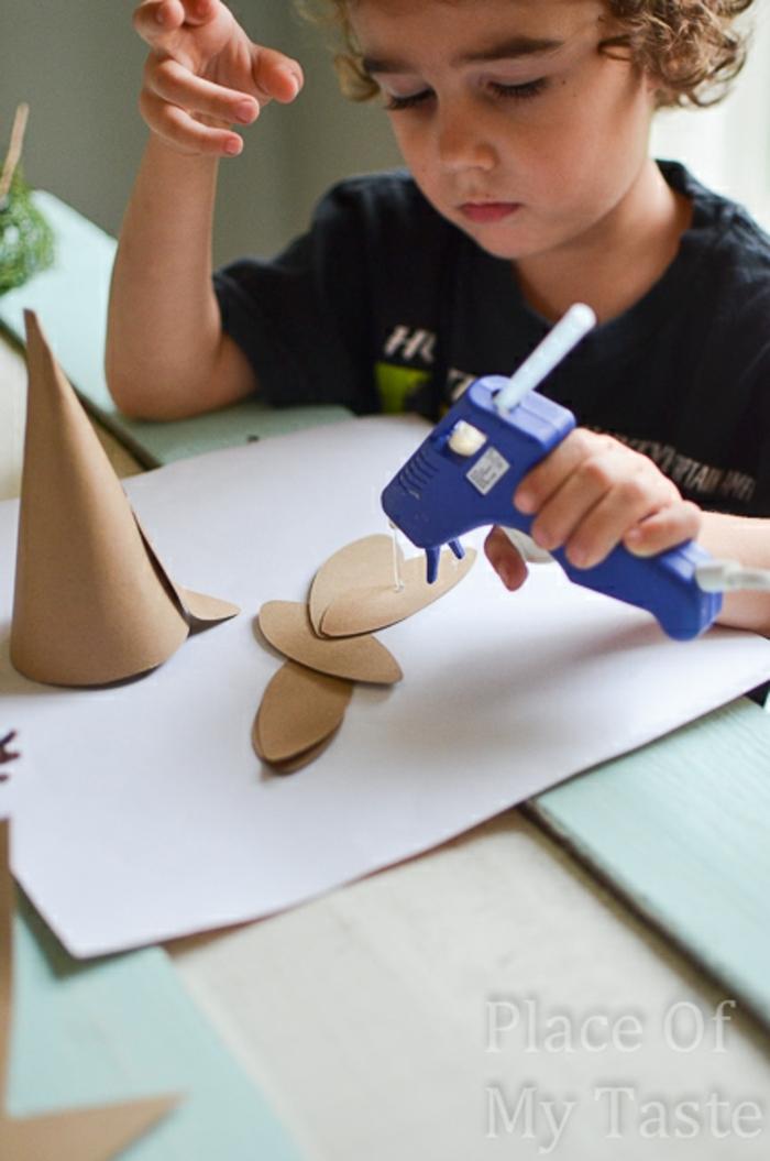 centros de mesa, manualidades de navidad para niños, ideas faciles, árbol de navidad hecho a mano