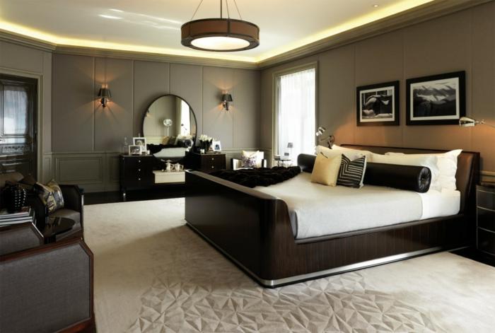 dormitorios de matrimonio, habitación espaciosa con interesante alfombra en beige, cama moderna de madera y paredes en color ocre verde