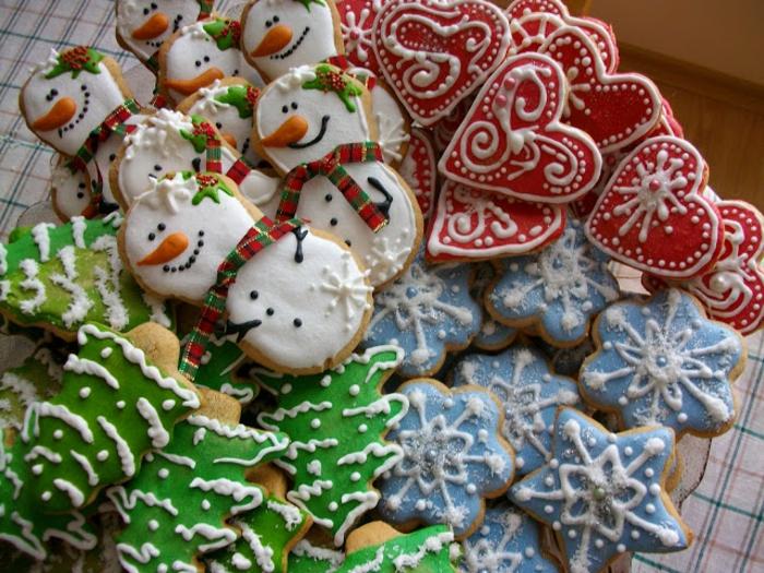 galletas faciles de hacer, ideas divertidas para navidad, galletas en forma de corazones, copos de nieve, árboles de navidad y copos de nieve