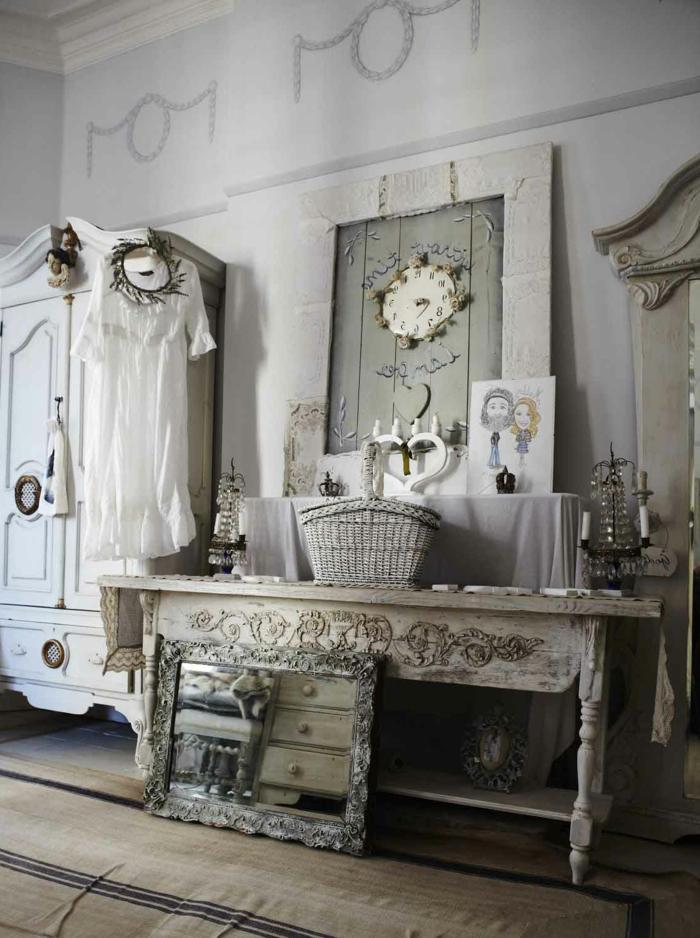 vintage, salón vintage, muebles de madera ornamentada, interior en tonos claros suaves
