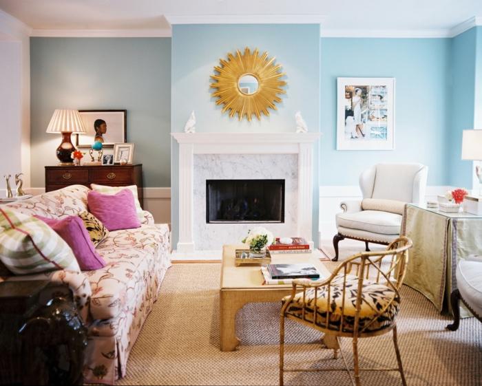 vintage, salón en colores pastel con detalles vintage, espejo dorado con ornamentos, mesa de madera baja, silla tapizada con motivos florales