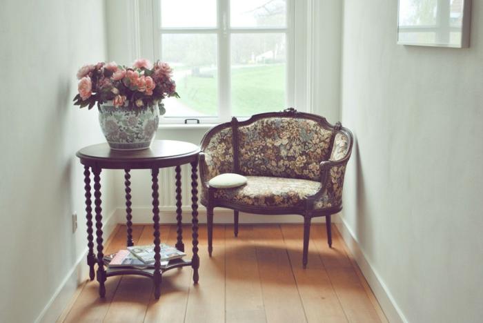 decoracion vintage, motivos florales, ideas vintage, decoración de flores, mesa oval de piernas originales
