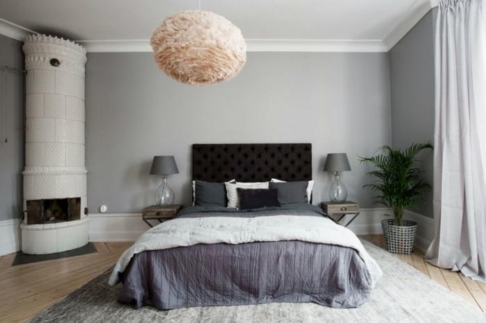 habitaciones modernas, dormitorio acogedor en el gama del gris, suelo de parquet, cortinas aireadas, punto focal en la lámpara