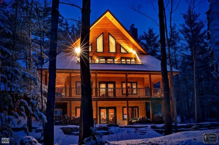cabañitas del bosque, cabaña de madera en tres plantas, ideas de casas rurales en el bosque, casa con buhardilla