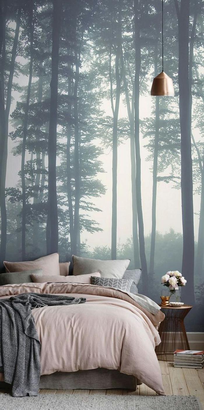 como pintar una habitacion, vinilo de pared muy atractivo, cama doble con cobijas en colores pastel, detalles en rosado y gris