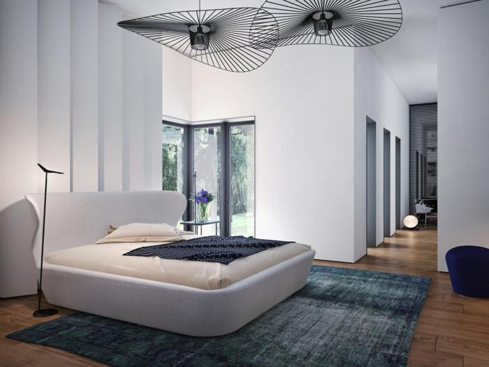 dormitorios modernos, dormitorio en estilo moderno con cama de diseño original en blanco, dos lámparas de araña extravagantes, paredes en blanco
