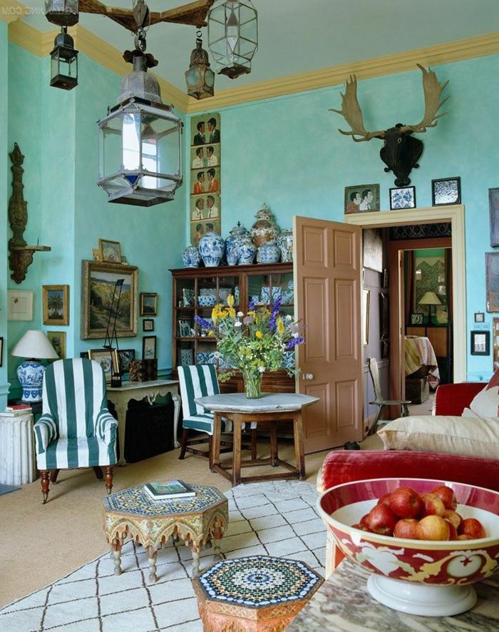 salon, interior ecléctico, con decoración rústica, muebles vintage y toque bohemio, paredes en color menta