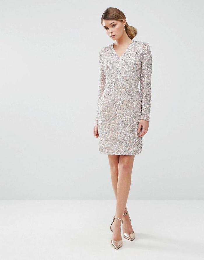 vestidos cortos de fiesta, vestido refinado de tela brillante, mujer con pelo rubio recogido en moño