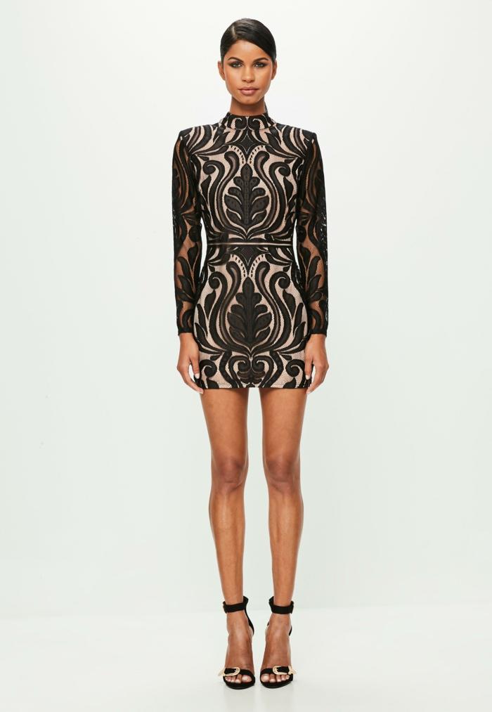 vestidos nochevieja, vestido corto en beige y negro con motivos florales, zapatos negros con correas en los tobillos