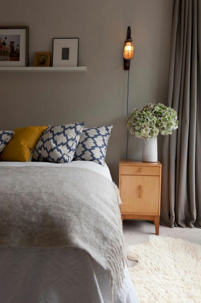 dormitorios modernos, decoración de un dormitorio simple en colores naturales, decoración de flores, alfombra peluda