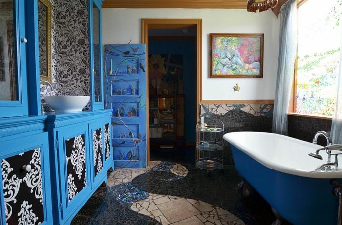 baños modernos, idea en estilo ecléctico en azul y negro, decoración en diferentes estilos, bañera moderna en azul