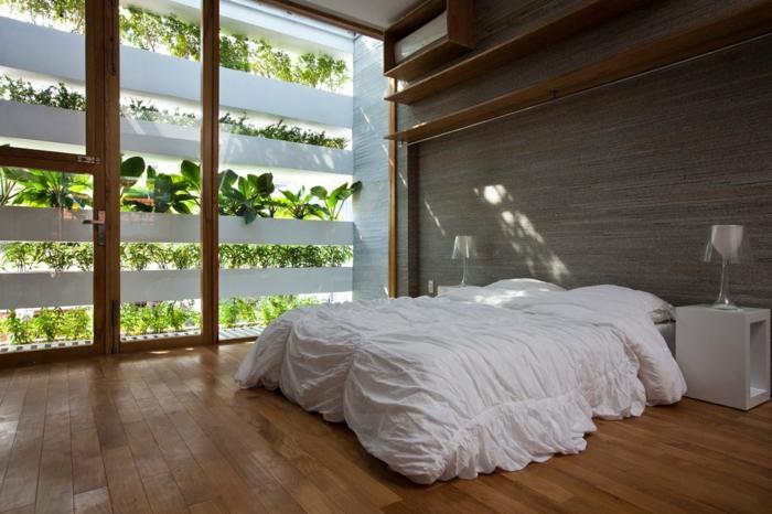 dormitorio matrimonio, habitación moderna con interesantes elementos arquitectónicos, escasa decoración, suelo y estantes de madera