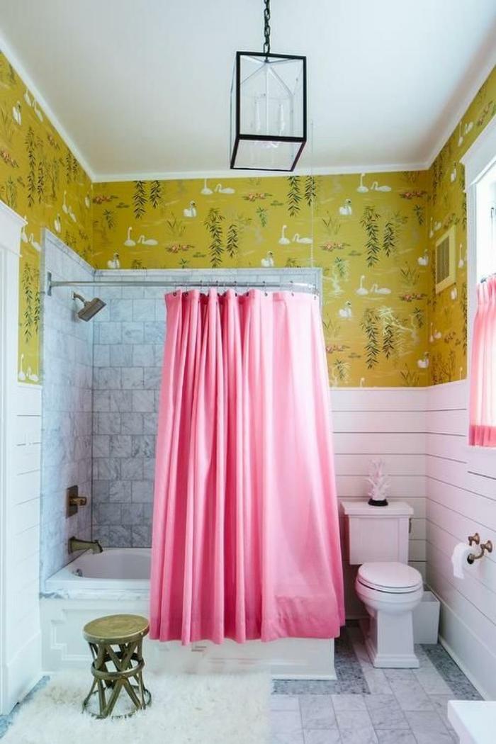 baños modernos, idea original para tu cuarto de baño, combinación atrevida de rosado y color ocre
