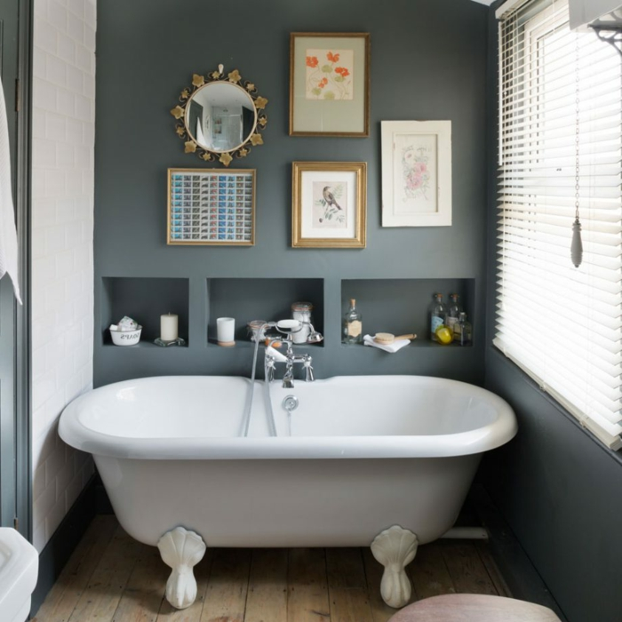 decoracion de baños, bonita idea de baño ecléctico, combinación de gris y blanco, suelo de madera