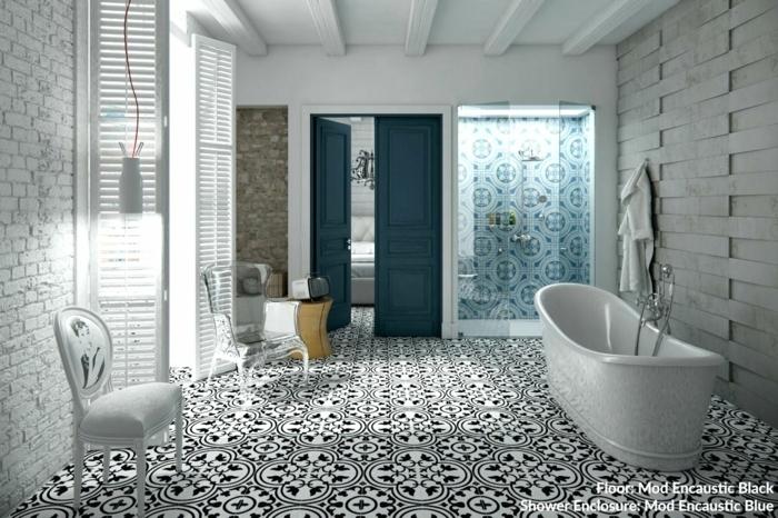 decoracion baños, baño grande con mezcla de diferentes patrones, suelo en blanco y negro, bañerta moderna