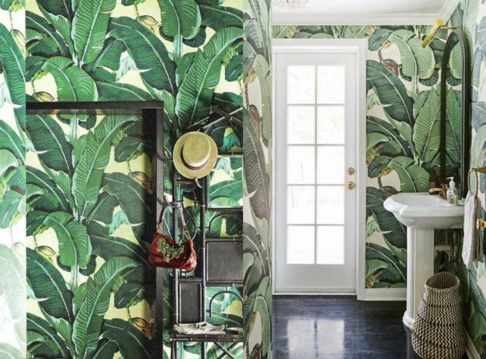 decoracion baños, baño con toque exótico, papel pintado con motivos florales, decoracion en estilo bohemio