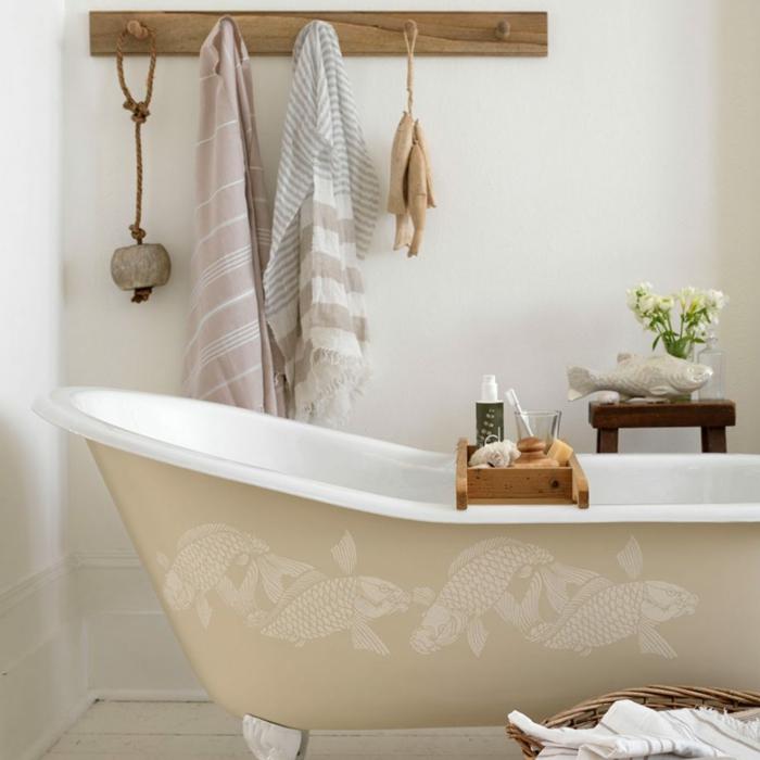 decoracion baños, bonita decoración para un baño en estilo bohemio, elementos de madera, bañera moderna