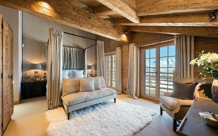 casitas de madera, dormitorio de lujo en colores claros, alfombra peluda acogedora en blanco, muebles y cortinas en gris