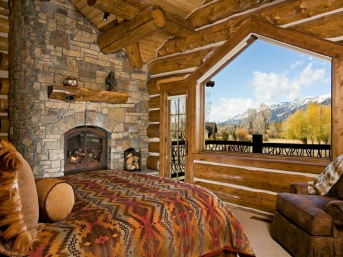 cabaña de madera, dormitorio de encanto con interesantes elementos arquitectónicos, chimenea de leña en una pared de piedra, techo de madera