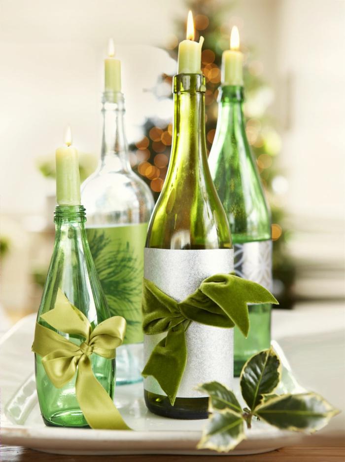 centro de mesa, botellas de vino vacías decoradas de cintas de satén en verde, con velas, centro de mesa original