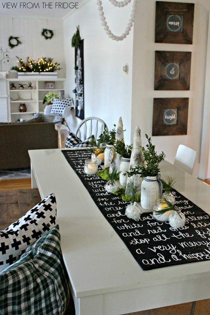 decoracion mesa navidad, mesa con cubierta en blanco y negro original, centro de mesa con jarrones decorativos