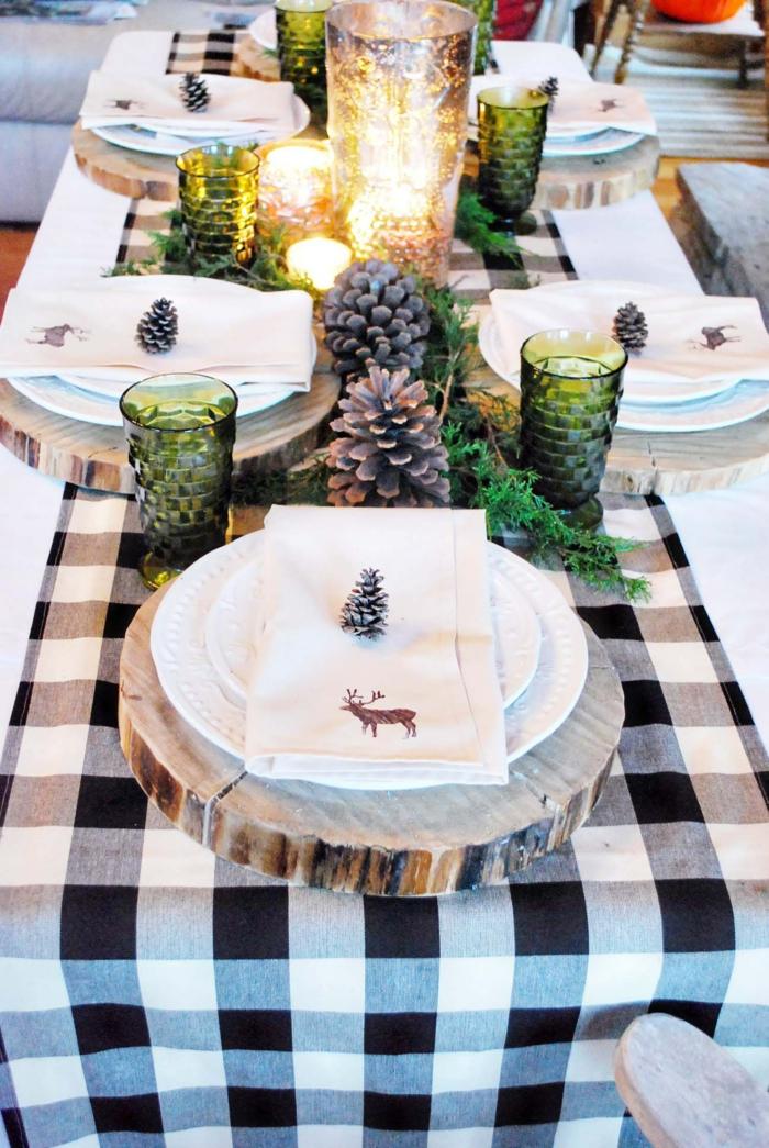 decoracion mesa navidad, centro de navidad con jarrón lleno de velas, tablero de madera, decoración atractiva Navidad