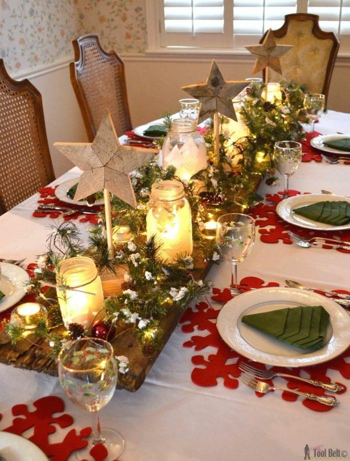centro de mesa navideño, decoracion DIY con viga de madera, jarrones con velas y ornamentos en forma de estrellas de madera