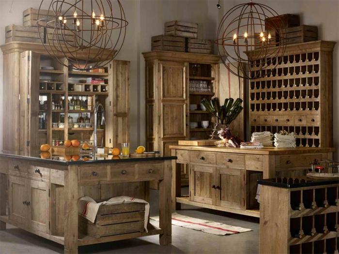 cocinas vintage, grande cocina de madera, armarios altos, mesas de madera masiva con barras, encimera de mármol